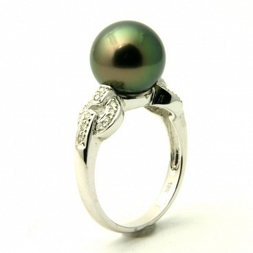 Betty <br/> 18K Tahitian Black Pearl Ring