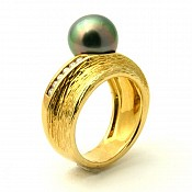 1023 - Diamond <br/> 18K Tahitian Black Pearl Ring