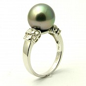 1119 - Diamond <br/> 18K Tahitian Black Pearl Ring