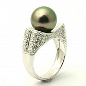 Lauren <br/> 18K Tahitian Black Pearl Ring